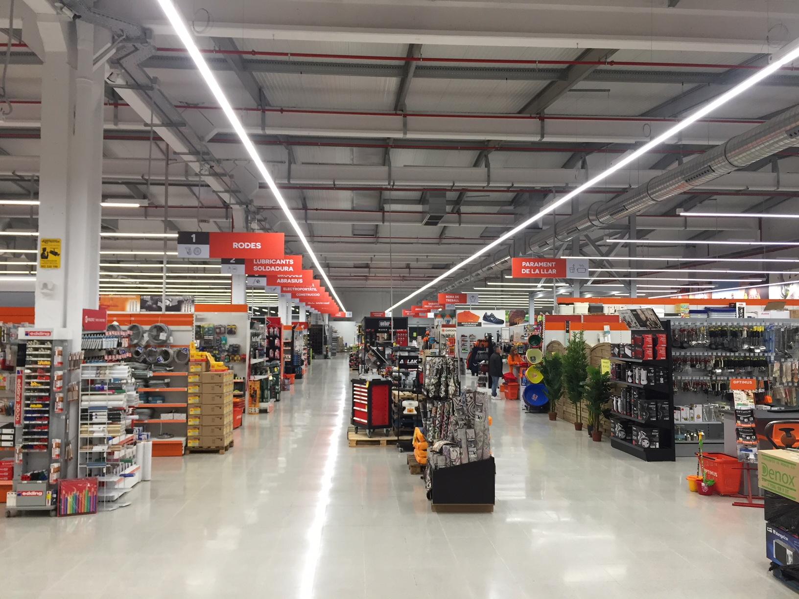 Ferretería Jaume inaugura su tienda más grande en El Vendrell