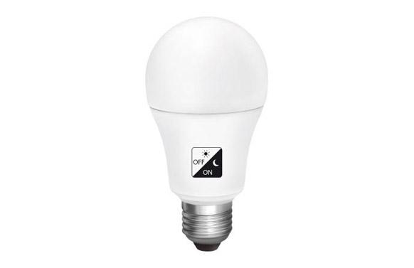 Lampara estandar led con sensor crepuscular e27 10 w luz calida